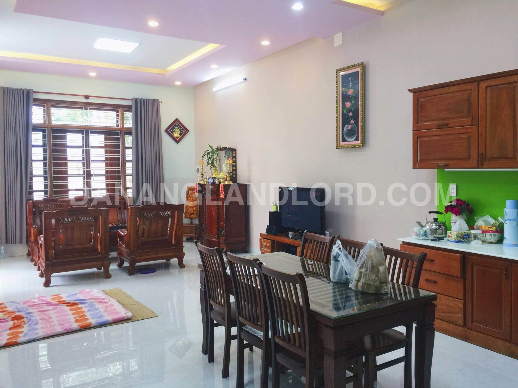 Mini villa with three bedrooms in Nam Viet A area