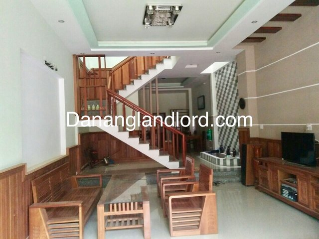 The beautiful house with 3 bedrooms close to Tuyen Son Bridge
