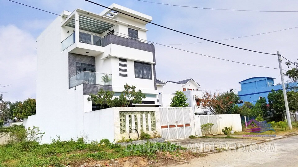 Three-storey villa near Singapore International School – B122