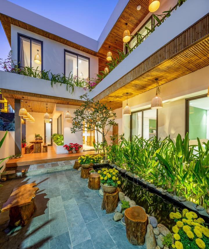 Garden Villa with 8 apartments near My Khe beach – B517