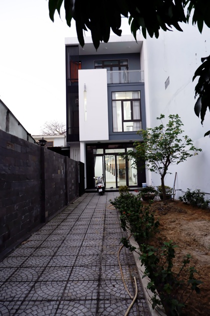 Large garden house 4 bedrooms, Ho Xuan Huong street – B733