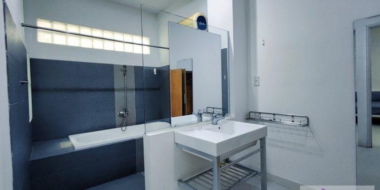 house-for-rent-my-khe-da-nang-B752-2-2-2 (8)